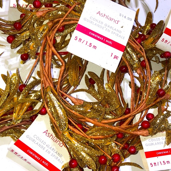 NEW GOLD COILED GARLAND WITH RED BERRIES